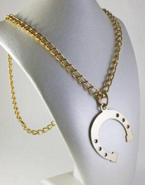 5d294d7fba Collana lunga Bulli&Pupe Bijoux con catena groumette e maxi ciondolo ferro  di cavallo