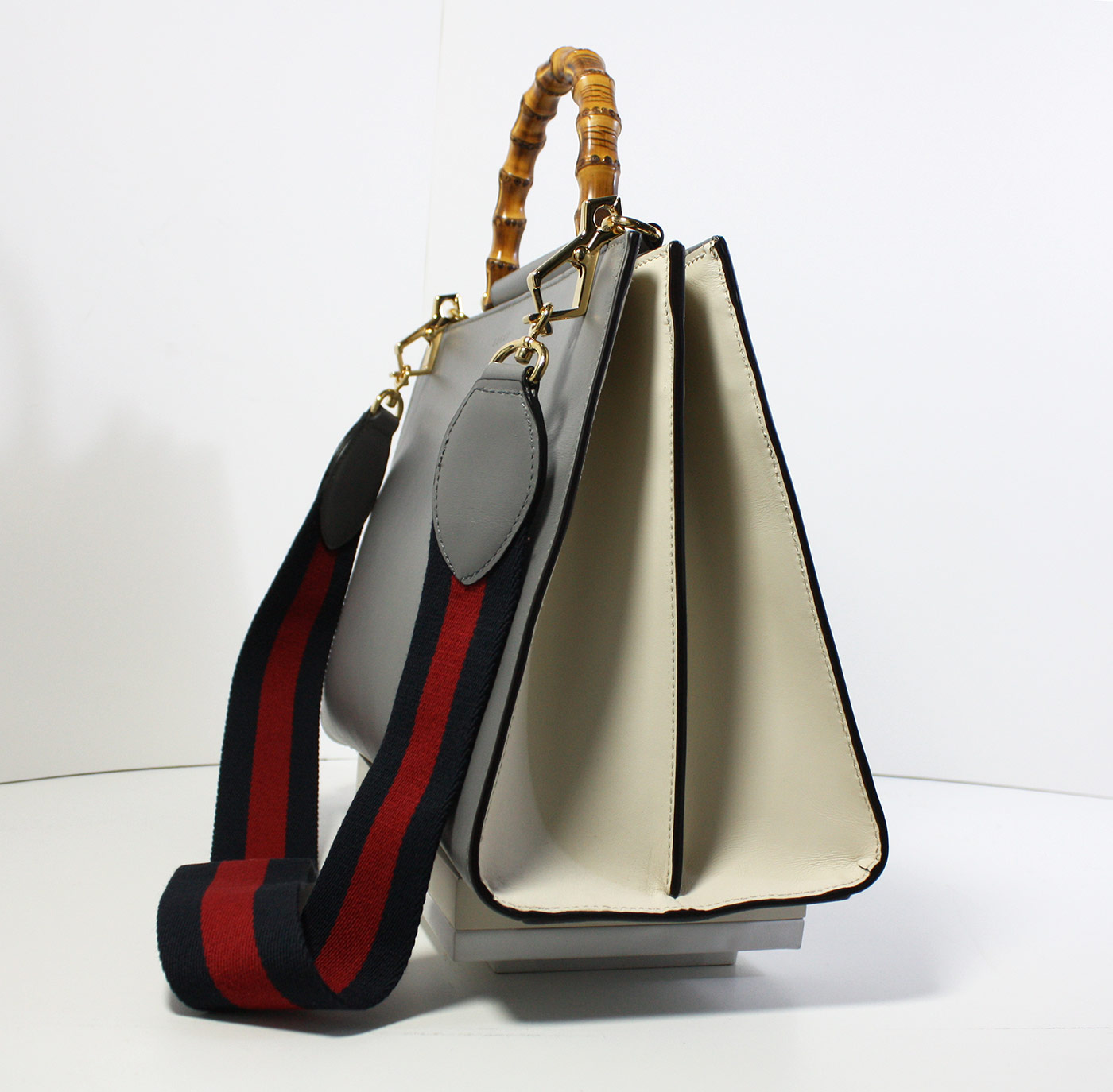 """f75e32df49 Borsa Gucci modello """"Nymphaea"""" colore grigio con manico in bambù con perle  e tracolla in canvas – misura grande – introvabile!"""