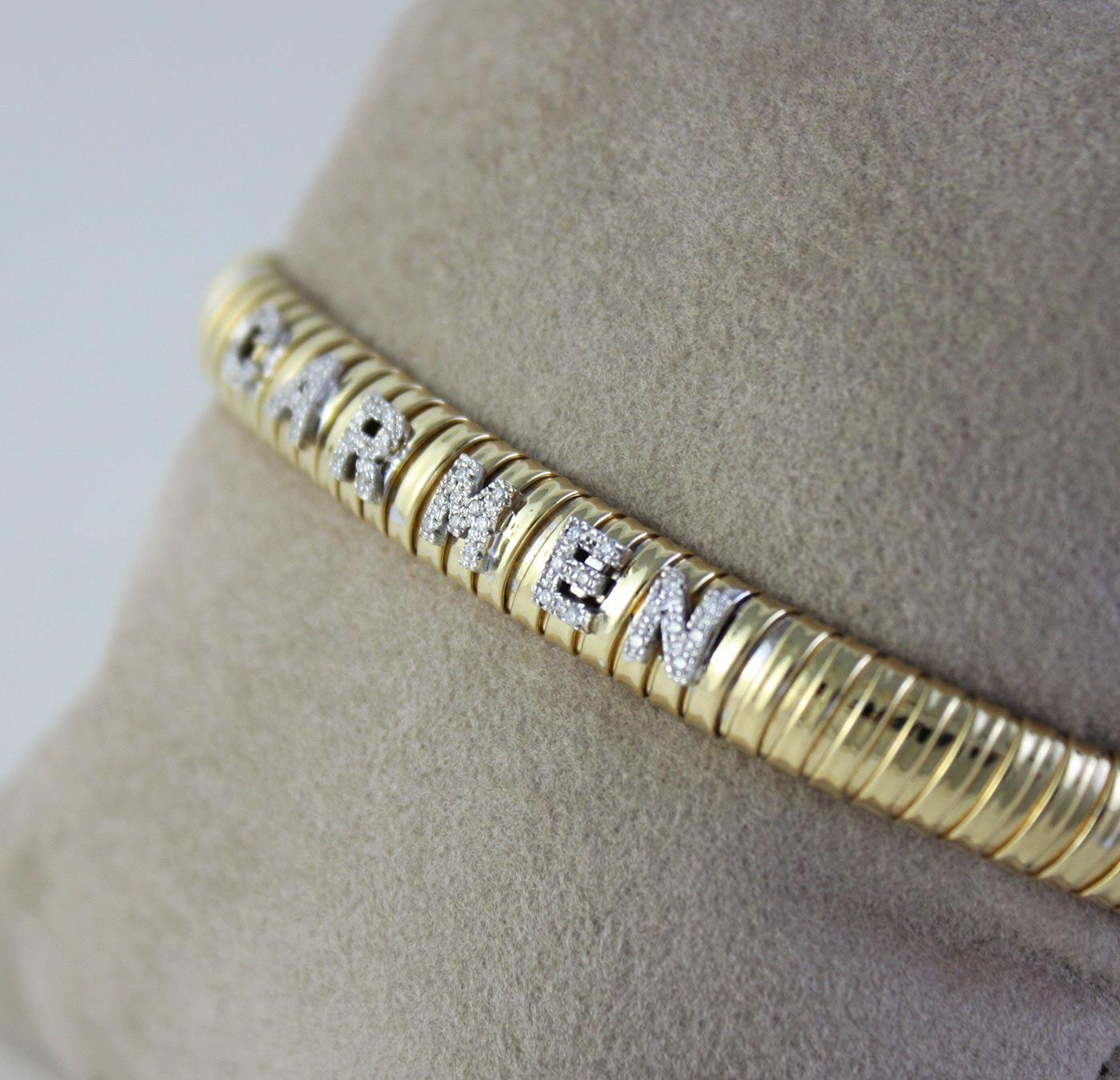 Bracciale maglia tubogas in oro giallo 18kt stile Bulgari con lettere in oro bianco e diamanti personalizzabile con nome