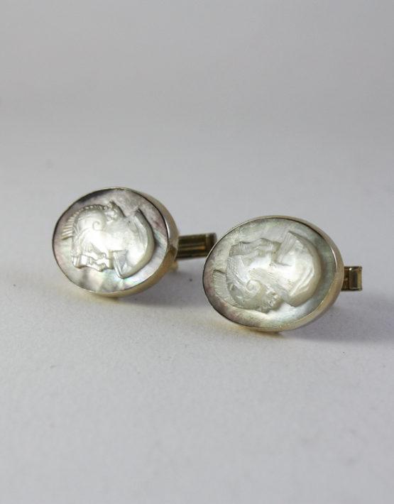 Gemelli-in-argento-dorato-800-con-cabochon-cammeo-ovale-in-madreperla-1
